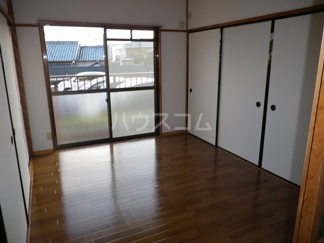ルミエールカサマ 01030号室のリビング