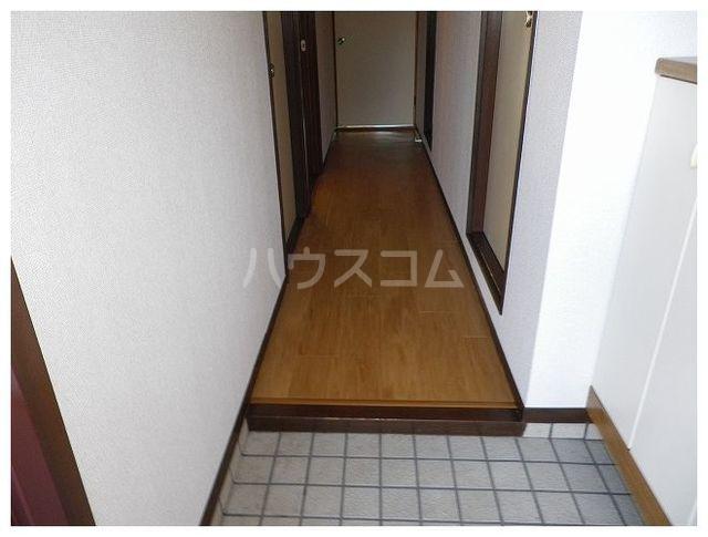 ルミエールカサマ 01030号室の玄関