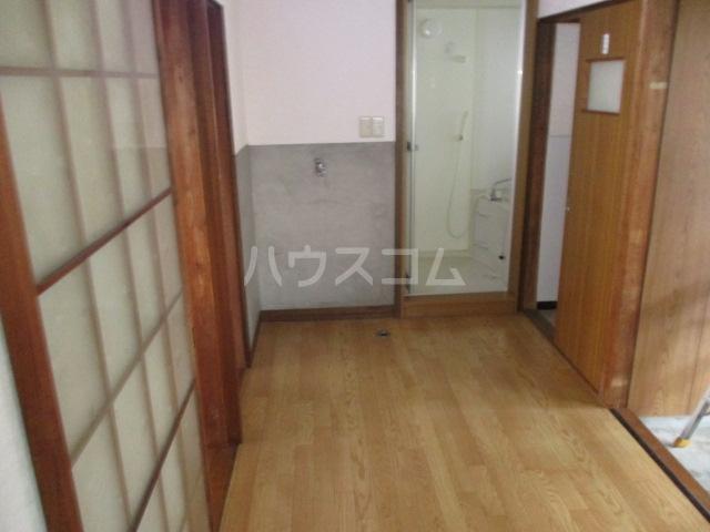 ひぐらし荘 201号室のリビング