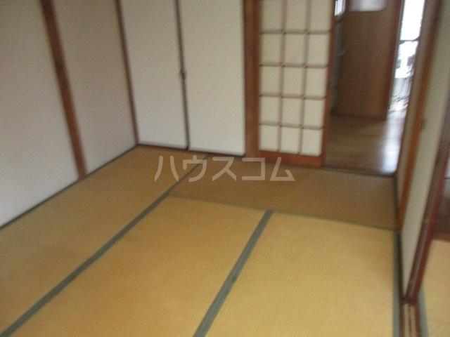 ひぐらし荘 201号室の居室