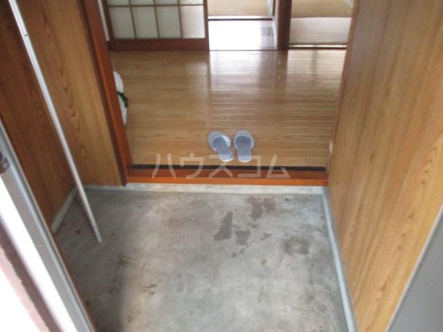 ひぐらし荘 201号室の玄関