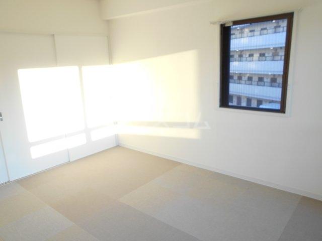 ライオンズマンション菊名第2 304号室のリビング