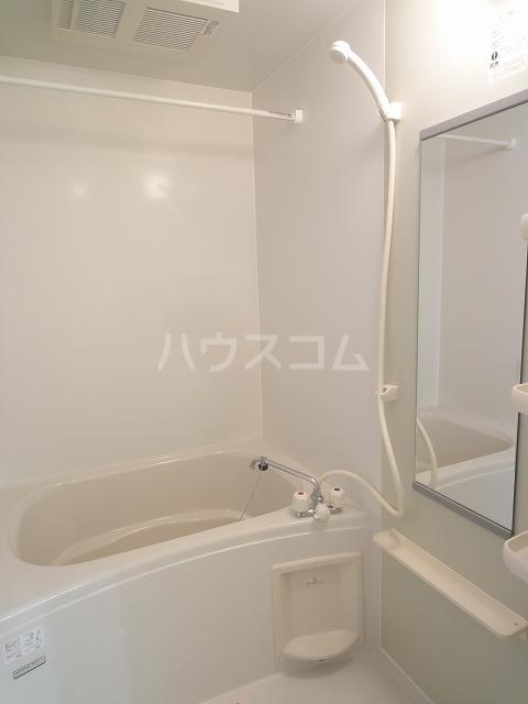 ドゥー ベルジュB 01020号室の風呂