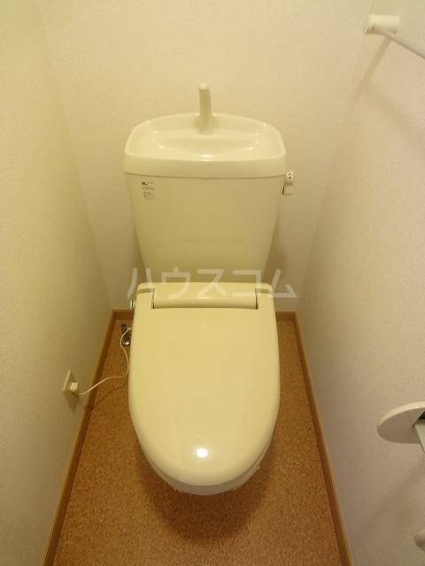 ドゥー ベルジュB 01020号室のトイレ