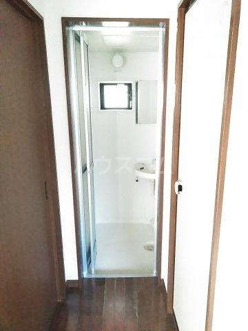 ホワイトプラム1 101号室の玄関
