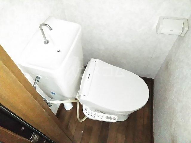 ホワイトプラム1 101号室のトイレ