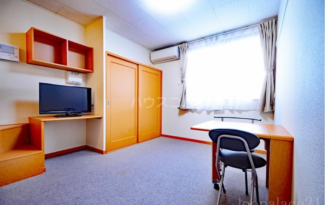 レオパレス浜柳 207号室のリビング