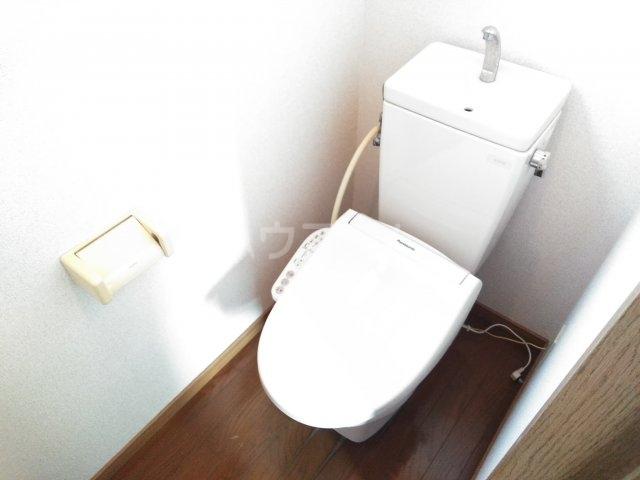 ホワイトプラム2 101号室のトイレ
