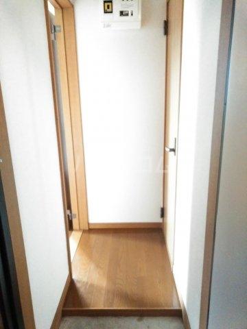 ホワイトプラム2 101号室の玄関