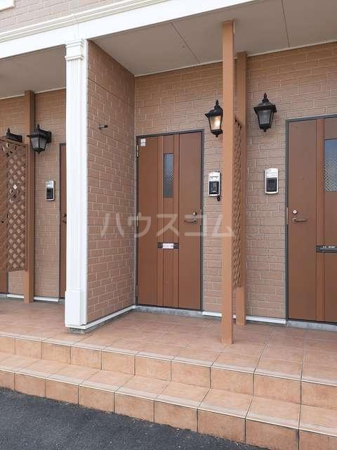 おひさま館B 02030号室のエントランス