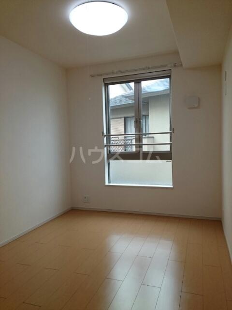 マイズ 02020号室の駐車場