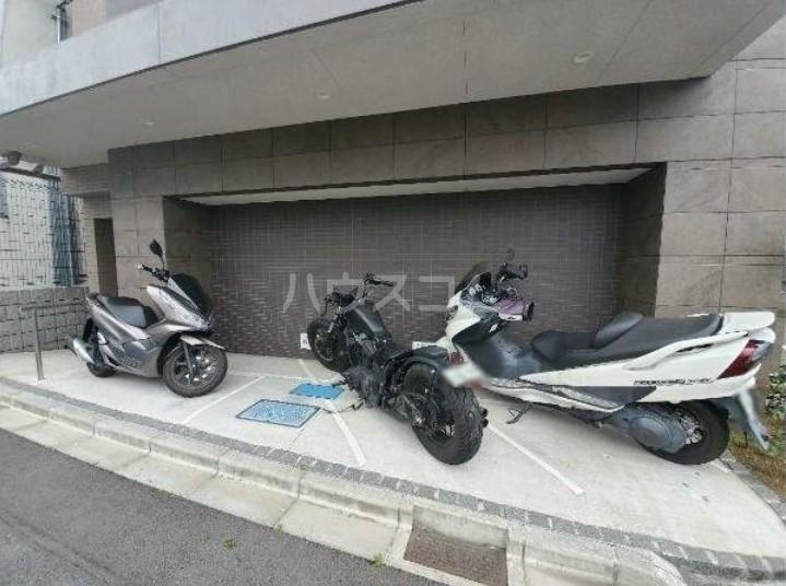 ガリシア用賀 203号室の駐車場
