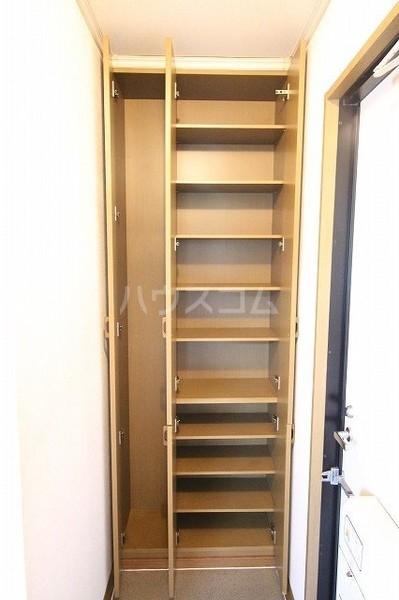 ソフィアK 203号室の玄関