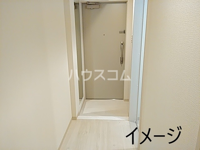 エス・メゾンE棟 101号室の玄関