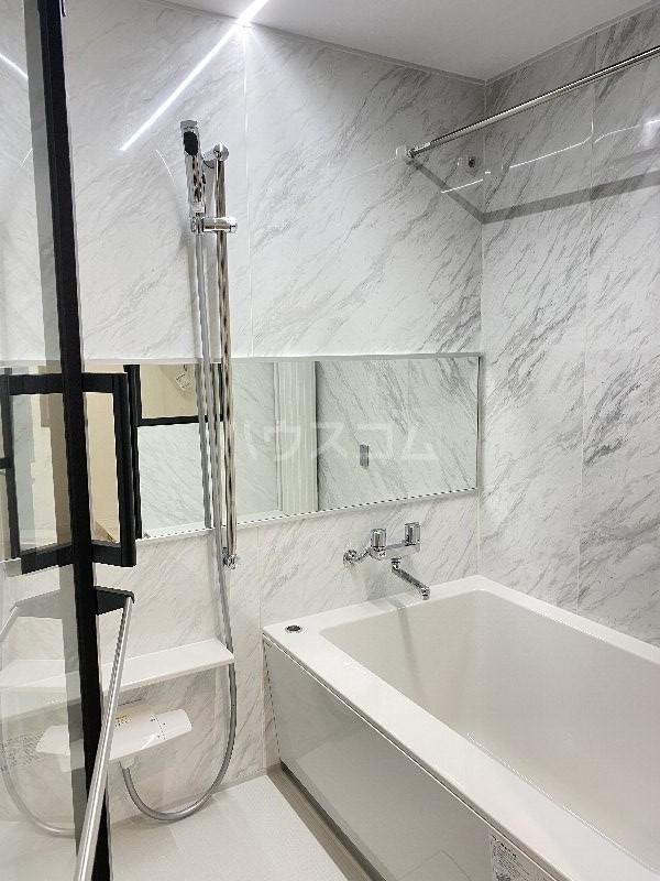 ラヴィシェール小禄駅前 305号室の風呂