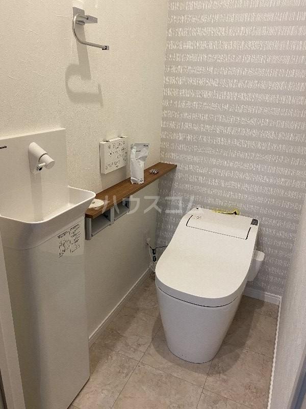 ラヴィシェール小禄駅前 305号室のトイレ