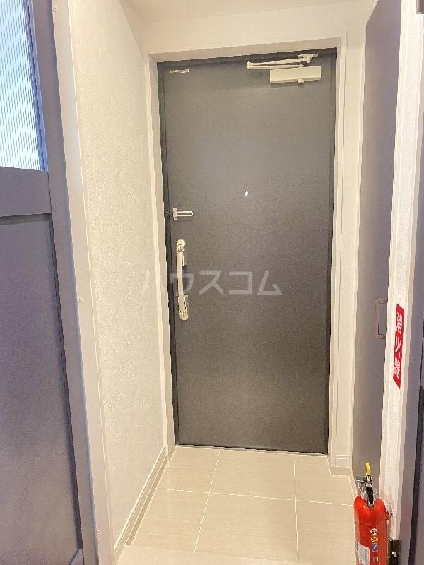 ラヴィシェール小禄駅前 305号室の玄関