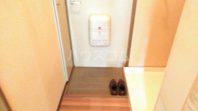 エステートピア小倉 207号室の玄関