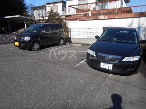 ソフィア 202号室の駐車場
