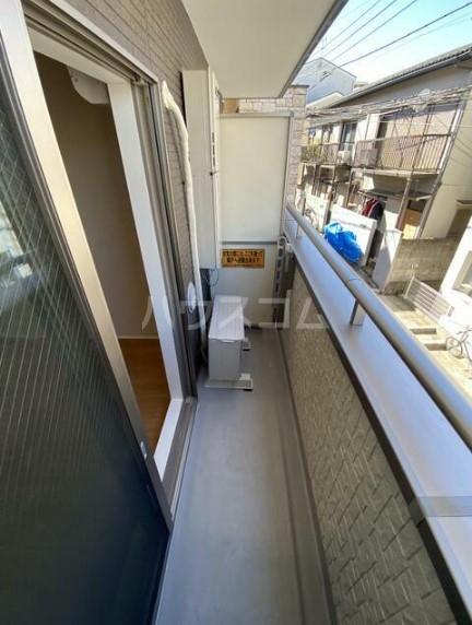 メゾンドエル北新宿 203号室のバルコニー
