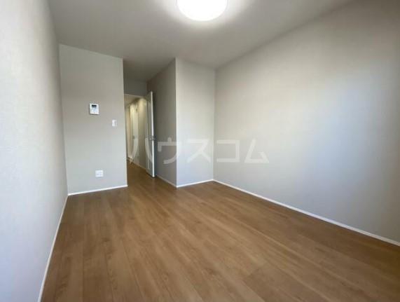メゾンドエル北新宿 203号室のリビング