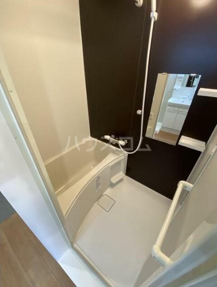 メゾンドエル北新宿 203号室の風呂