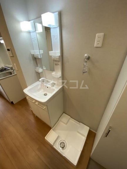 メゾンドエル北新宿 203号室の洗面所