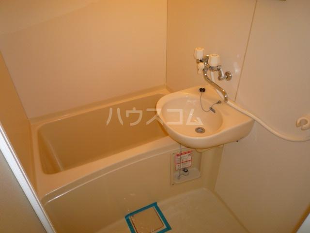 グリーンヒルズW 102号室の風呂