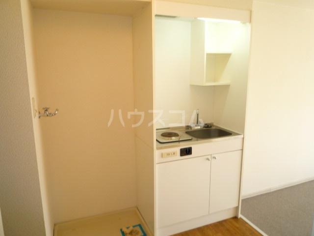 グリーンヒルズW 102号室のキッチン