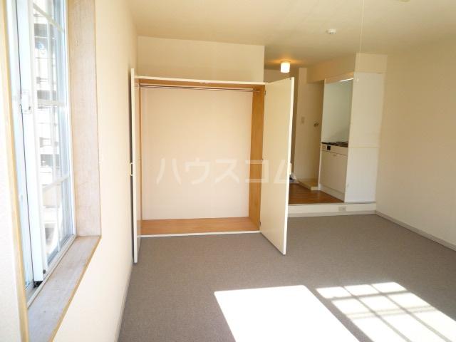 グリーンヒルズW 102号室の収納