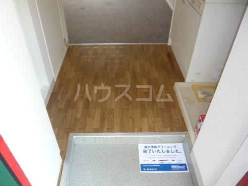 グリーンヒルズW 102号室の玄関