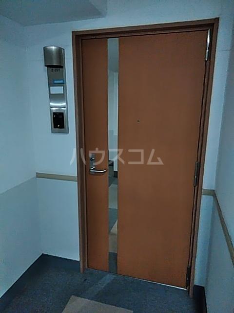 シティコート目黒 2号棟 201号室の玄関