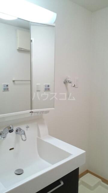 ヴィラ・ニューワールド 01020号室の洗面所