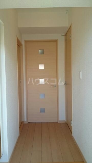 ヴィラ・ニューワールド 01020号室の玄関