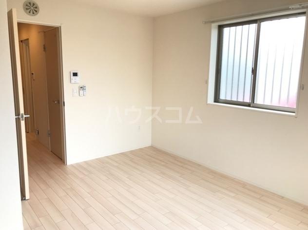 ラパンブルー 205号室のベッドルーム