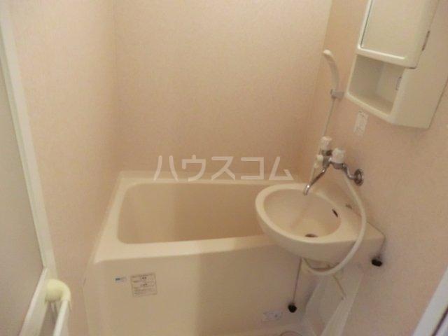 クレセールオギクボ 201号室の洗面所