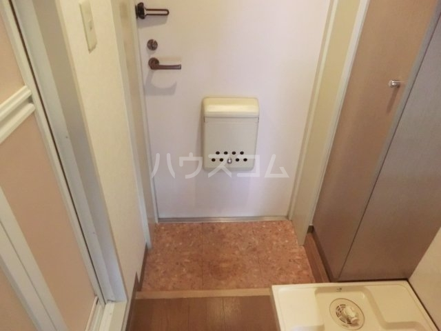 クレセールオギクボ 201号室の玄関
