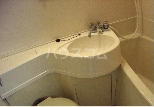 メゾン・ド・ノア天神町 507号室の洗面所