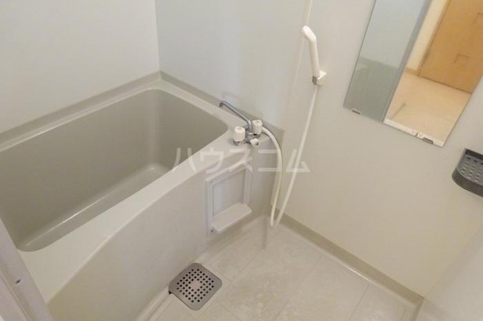 グランパパⅢ 202号室の風呂