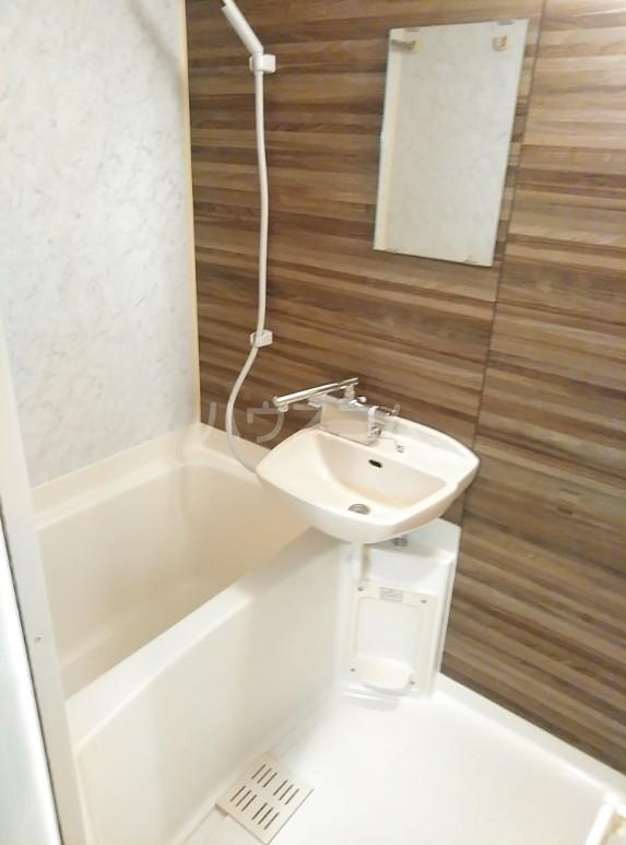 カスタリア要町 601号室の風呂