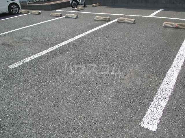 スタンドヒル 2000 B 02010号室の駐車場