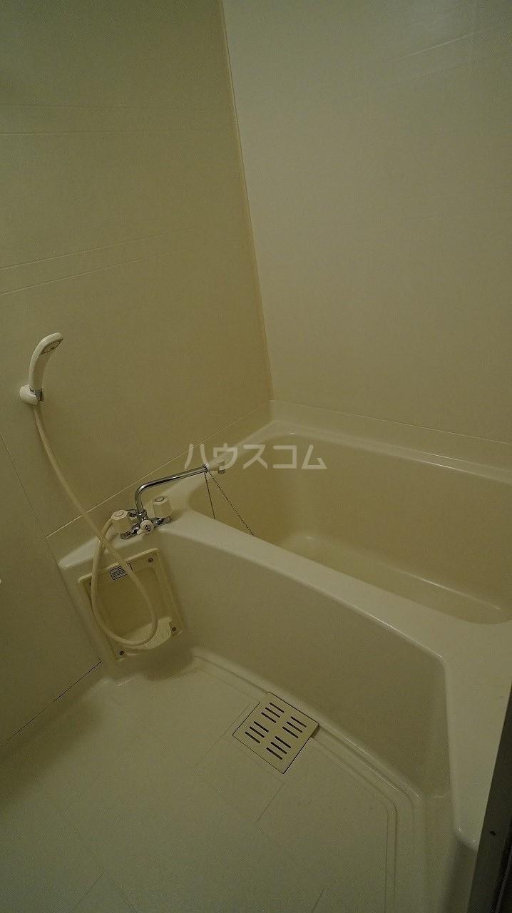 スタンドヒル 2000 B 02010号室の風呂
