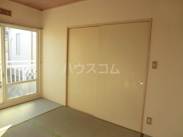 ホワイトハイランドA 201号室の居室