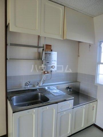ホワイトハイランドA 201号室のキッチン