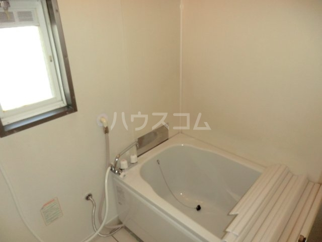 ホワイトハイランドA 201号室の風呂