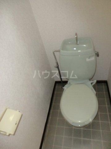 ホワイトハイランドA 201号室のトイレ