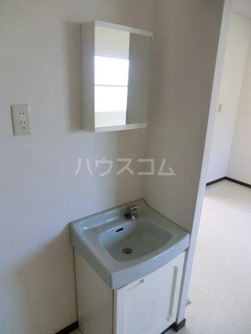 ホワイトハイランドA 201号室の洗面所