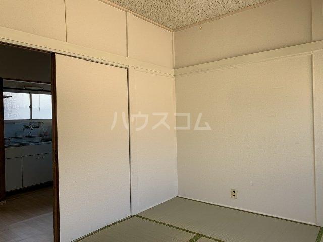 永友荘 202号室の居室