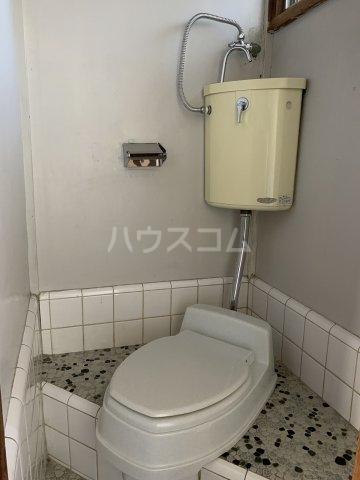 永友荘 202号室の玄関