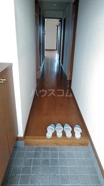 グランドコート鴻の巣 305号室の玄関